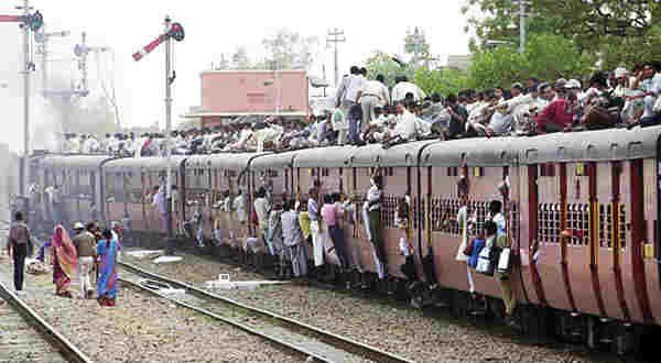 15 cans of Tapti Sagar Express train derailed