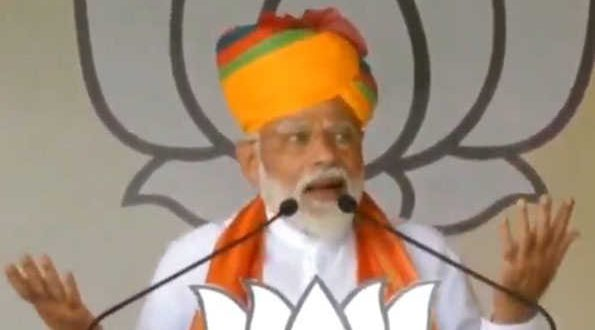 Modi ridicules the flying Congress in a crowded market, the Congress still not getting out of his antics